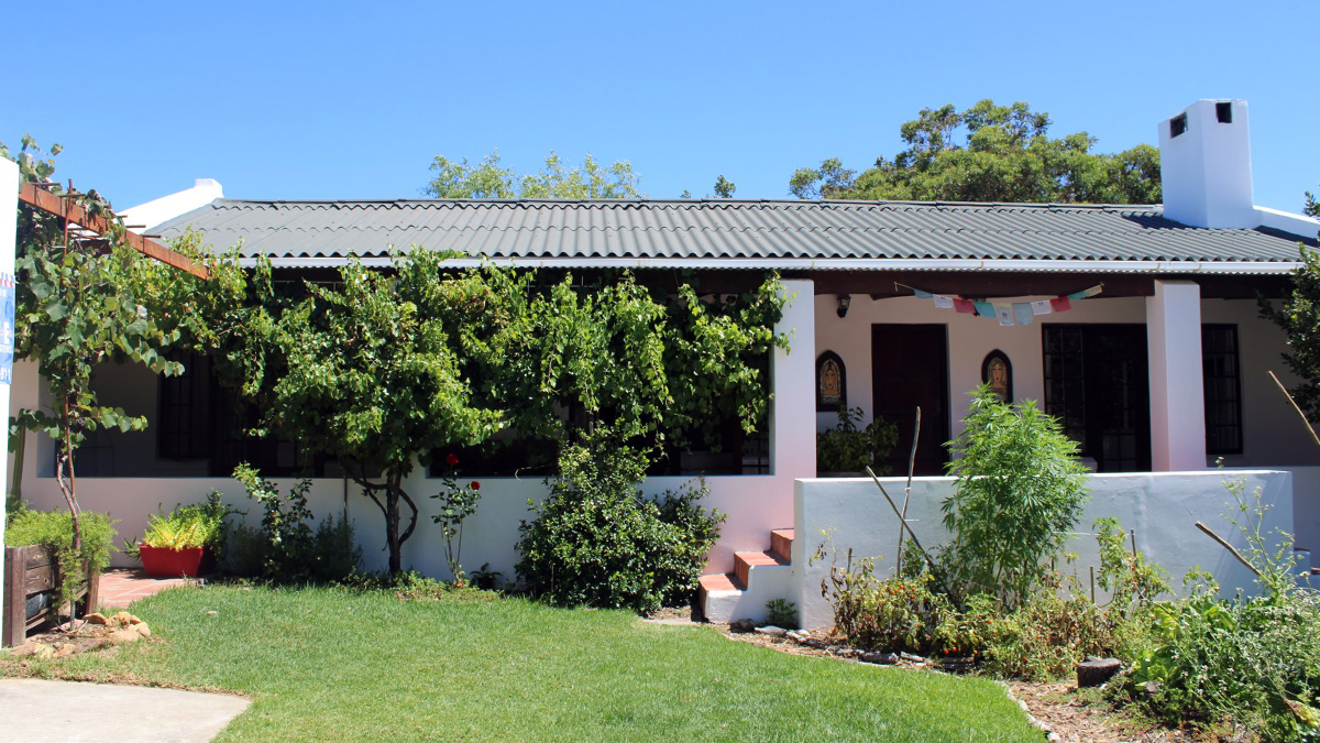 Charming , comfortable 4 bedroomed home with wonderful mountain views